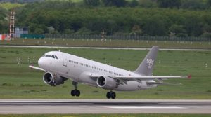 Startendes Flugzeug von Sundair