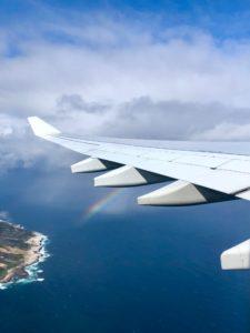 Tragfläche von einem Flugzeug ohne Kondesstreifen