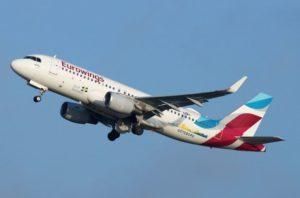 Flugzeug beim Start von eurowings