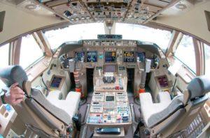 cockpit einer Boeing 747