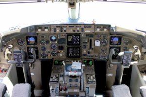 Steuer eines Flugzeugs